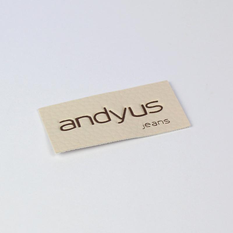 Brintel etiqueta polipiel para pantalón grabada en calor diseño - diseño gráfico - artes gráficas - imprenta - etiquetas - bolsas - packaging - display - imagen - plv